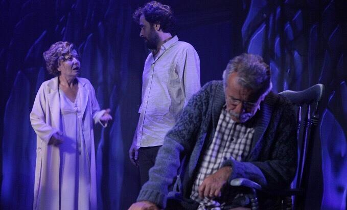 İstanbul Devlet Tiyatrosu 'Bayrak' oyunundan