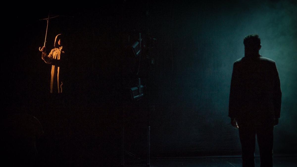 Kürklü Venüs (2018): Mazoşizm Tiyatroda Hiç Böyle İrdelenmemişti! / YAŞAM KAYA